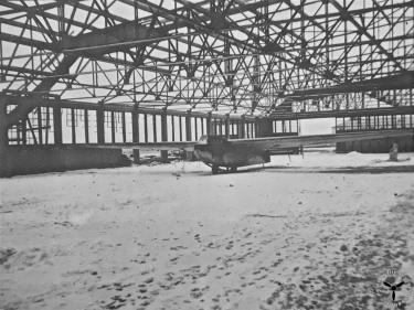 Hangar mit Lastensegler DFS 230