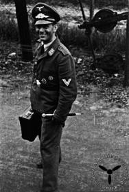 Soldat am Eschborner Bahnhof